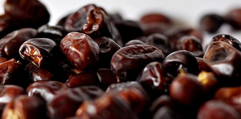 Choose the Best Fruits and Dates From Fruits Suppliers